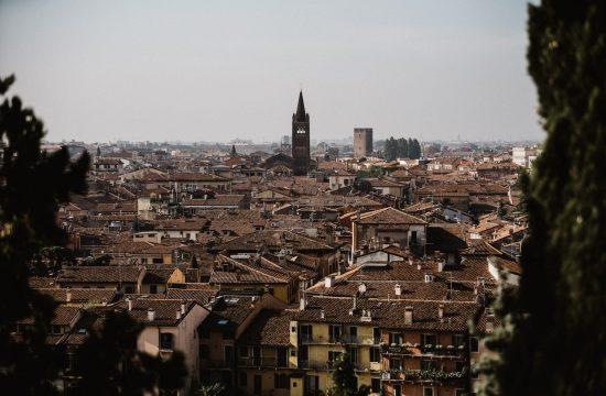 Vue sur les toits de Vérone depuis le Palazzio